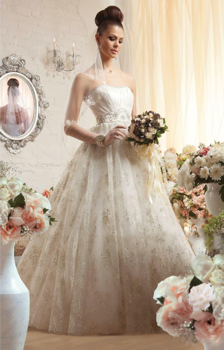 Романтичное свадебное платье с открытым корсетом с вышивкой на талии и многослойным низом.
