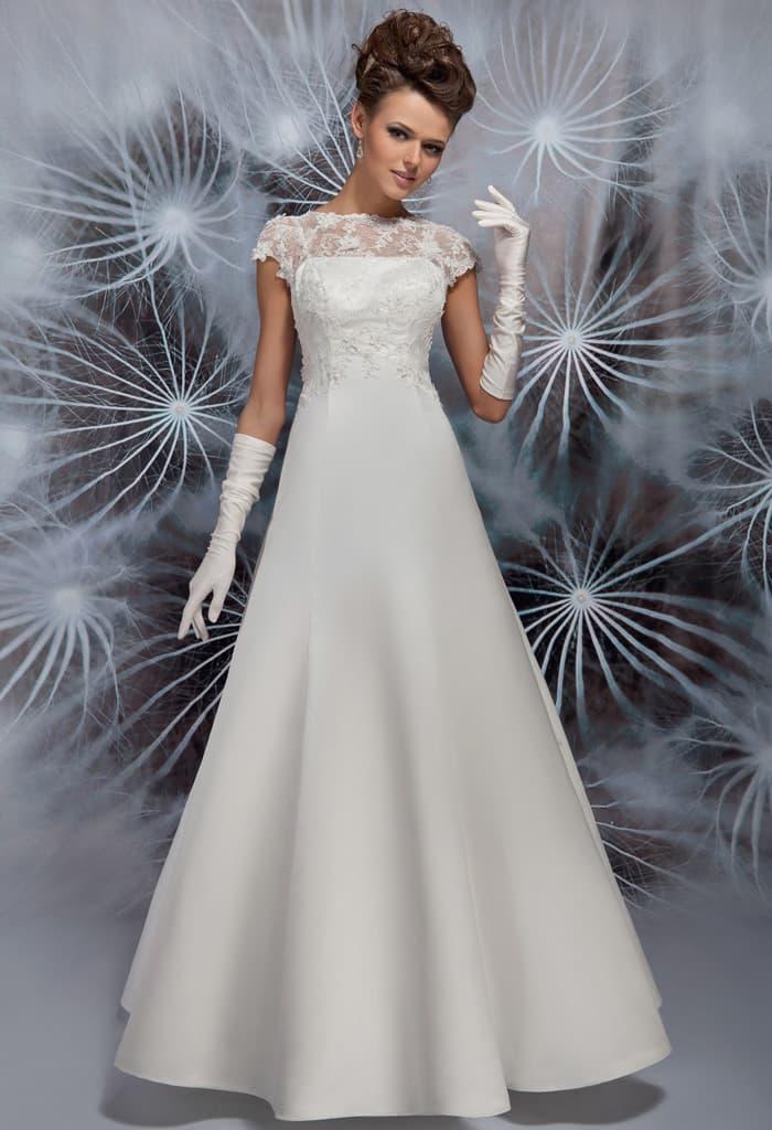 Закрытое свадебное платье А-силуэта с кружевным верхом и круглым вырезом.