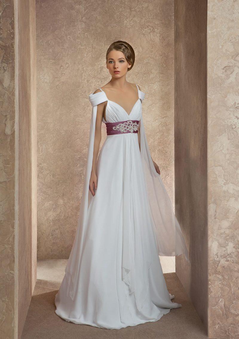 Свадебное платье с открытыми плечами и широким атласным поясом лилового цвета.
