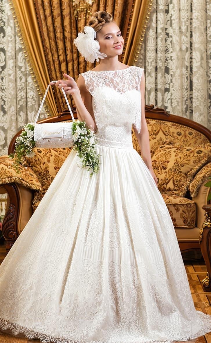 Стильное свадебное платье с кружевным топом и великолепной пышной юбкой с кружевным верхом.