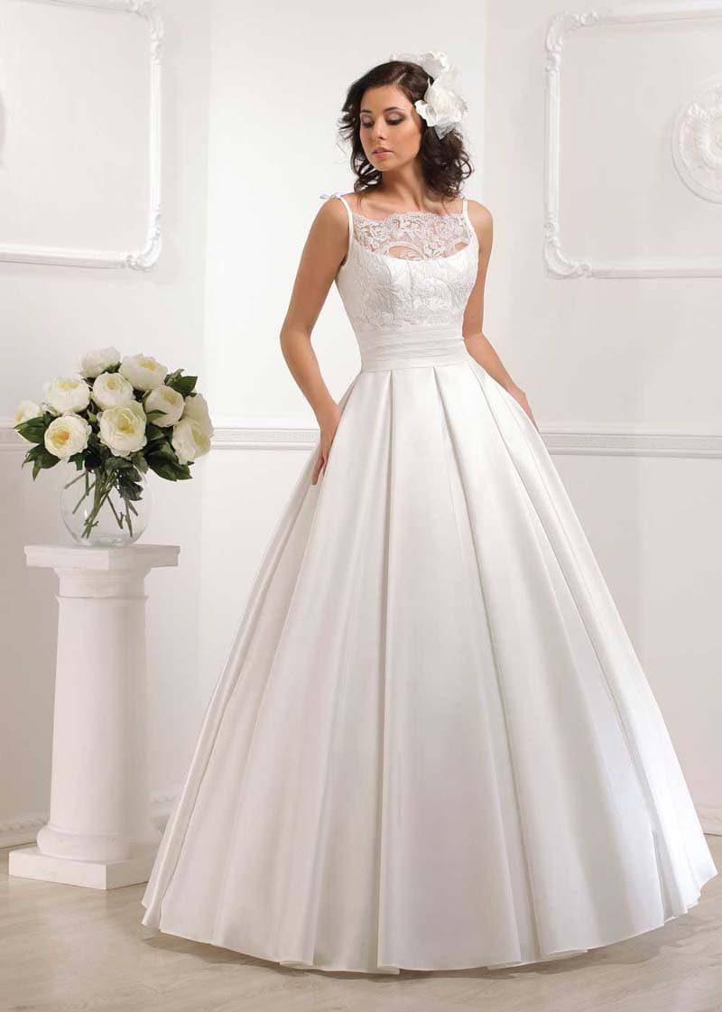 Пышное свадебное платье с атласной юбкой, дополненное изящным болеро.