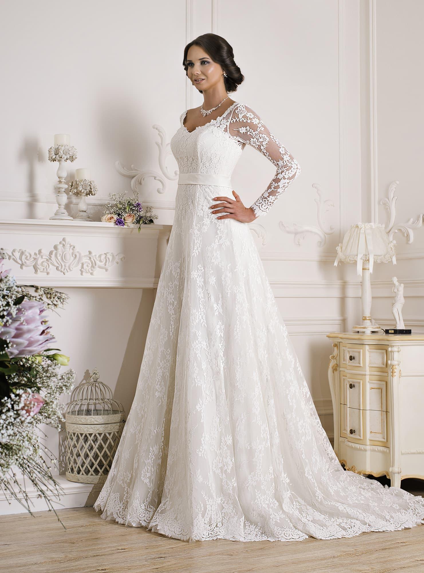 Свадебные платья а силуэта кружевные с рукавом