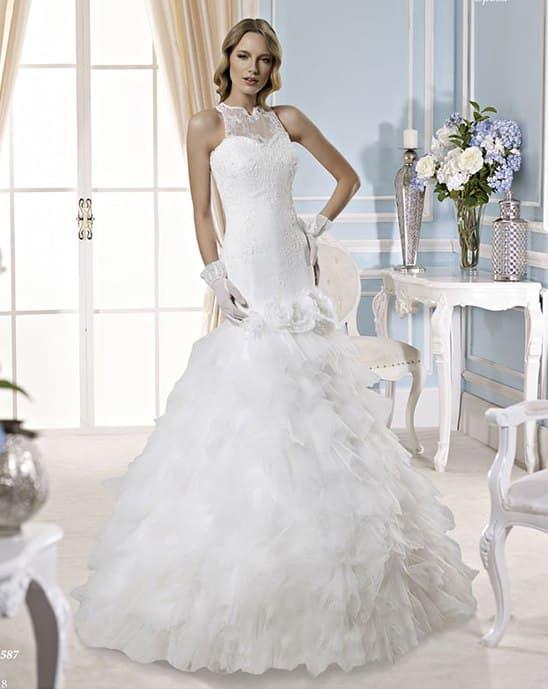 Свадебное платье с американской проймой и юбкой «рыбка» с оборками.
