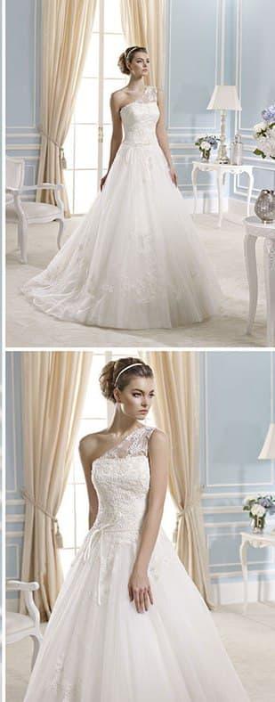 Элегантное свадебное платье А-кроя с полупрозрачным асимметричным лифом.
