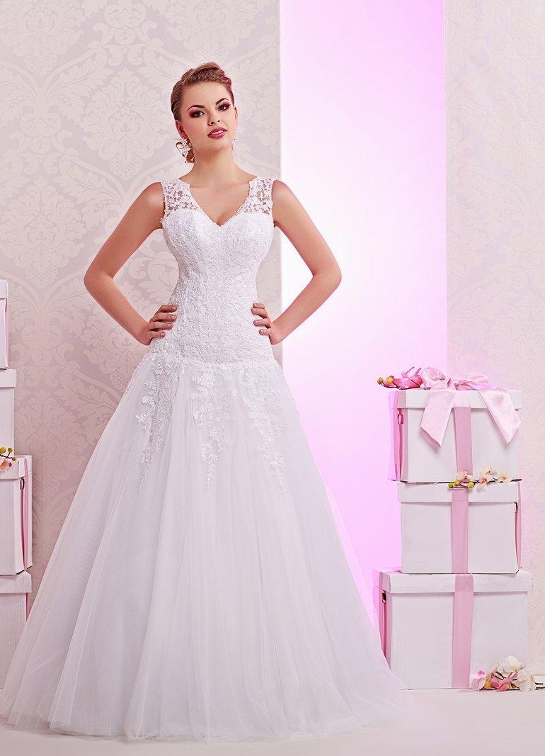 Элегантное свадебное платье с кружевной отделкой верха с заниженной талией.