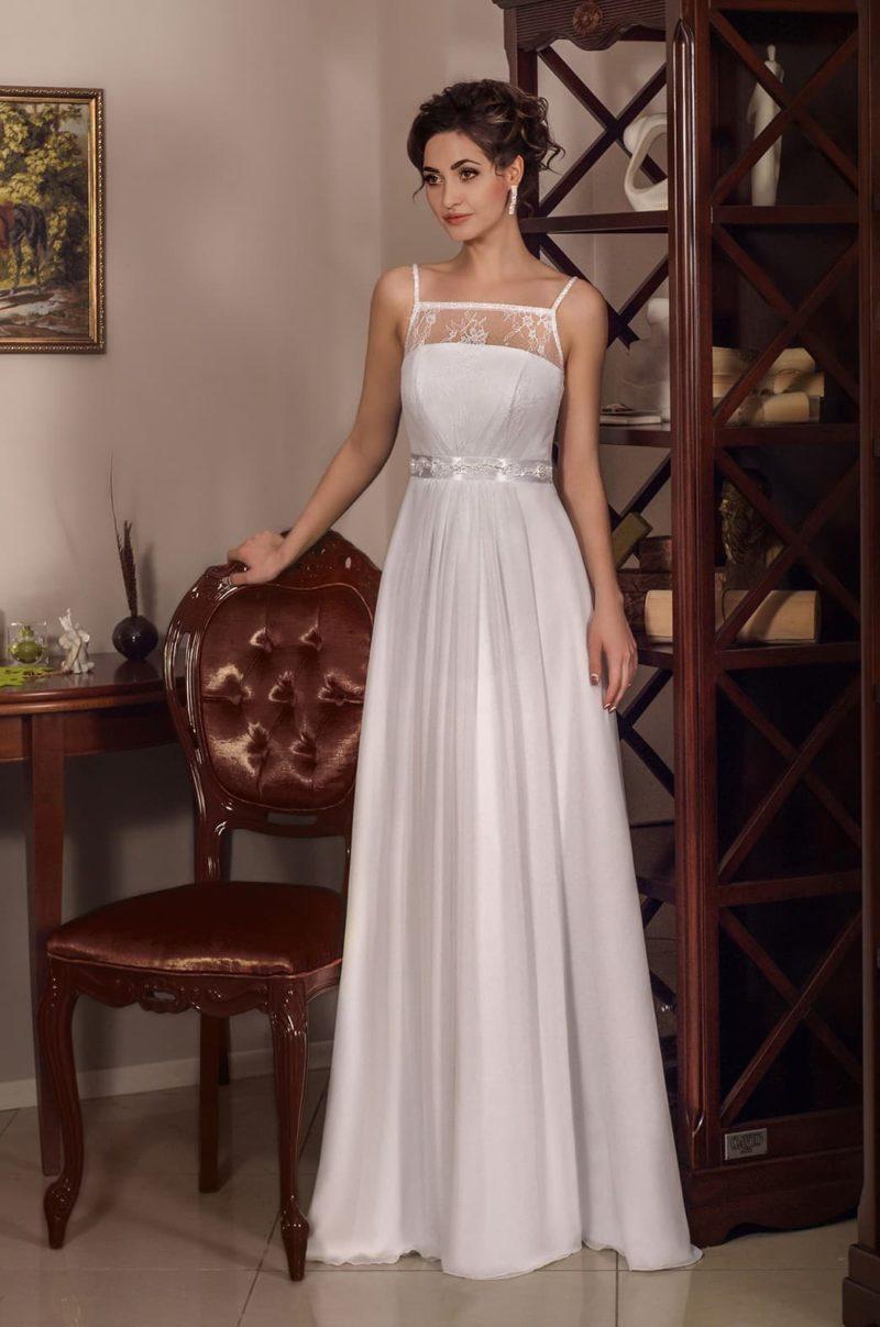 Свадебное платье в греческом стиле, с кружевным лифом и бретелями-спагетти.