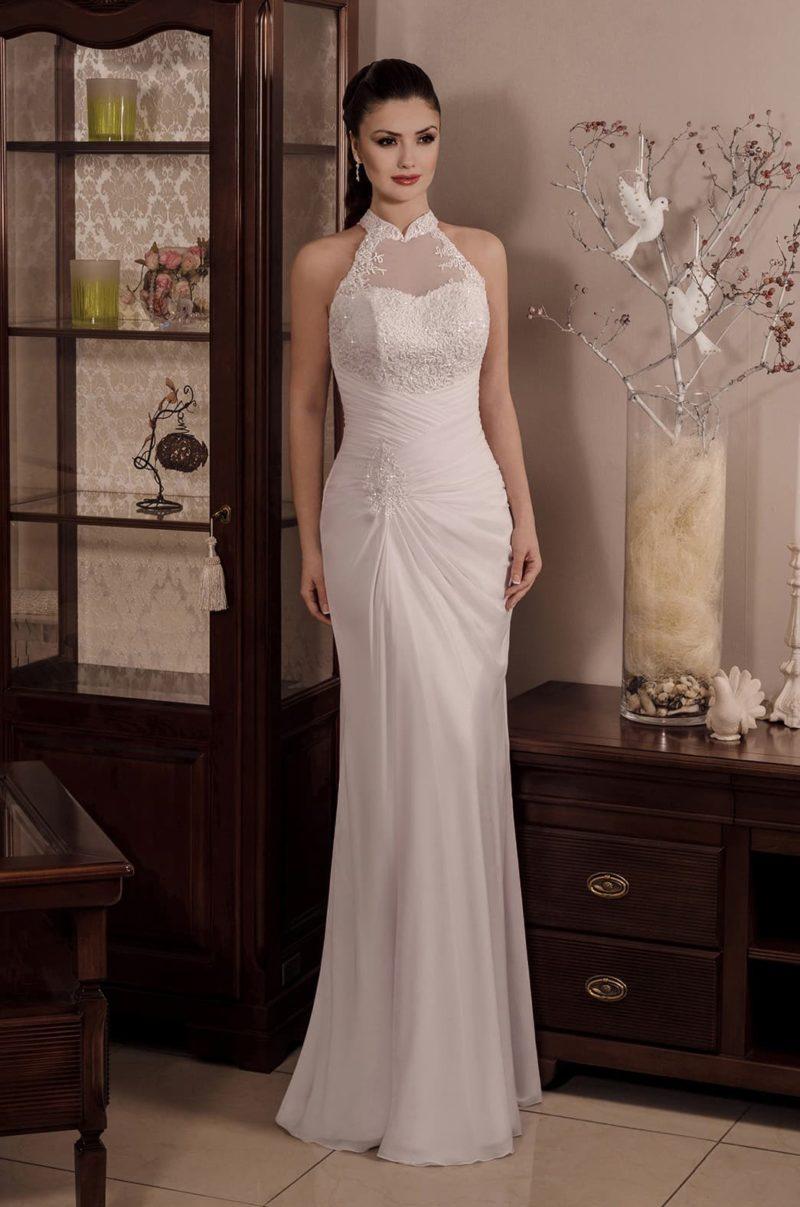 Прямое свадебное платье с американской проймой и воротником-стойкой.