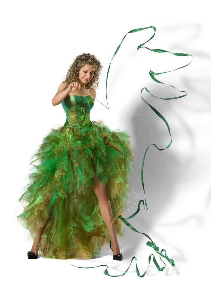 Эксцентричное вечернее платье зеленого цвета с пышной юбкой.