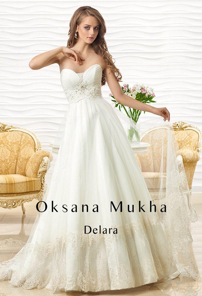 Чувственное свадебное платье с лифом в форме сердца и кружевным поясом.