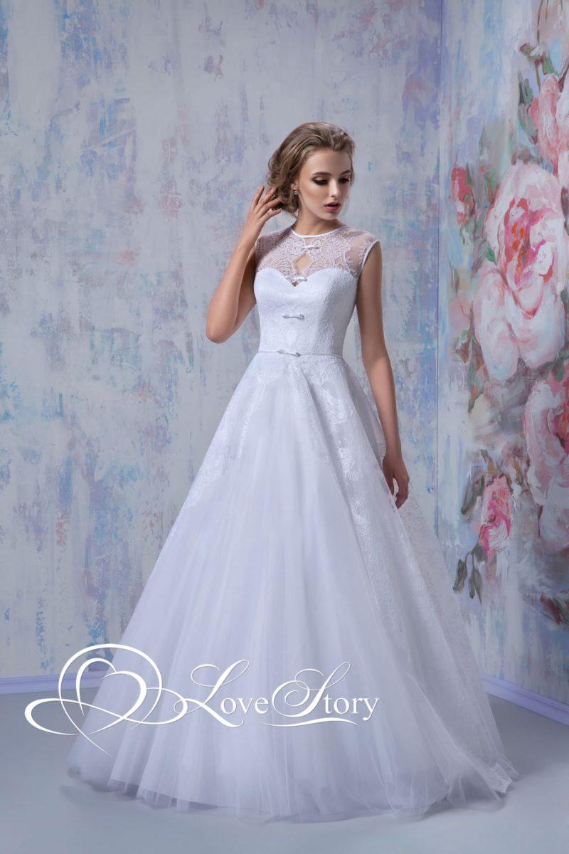 Свадебное платье А-кроя с необычным кружевным декором лифа.