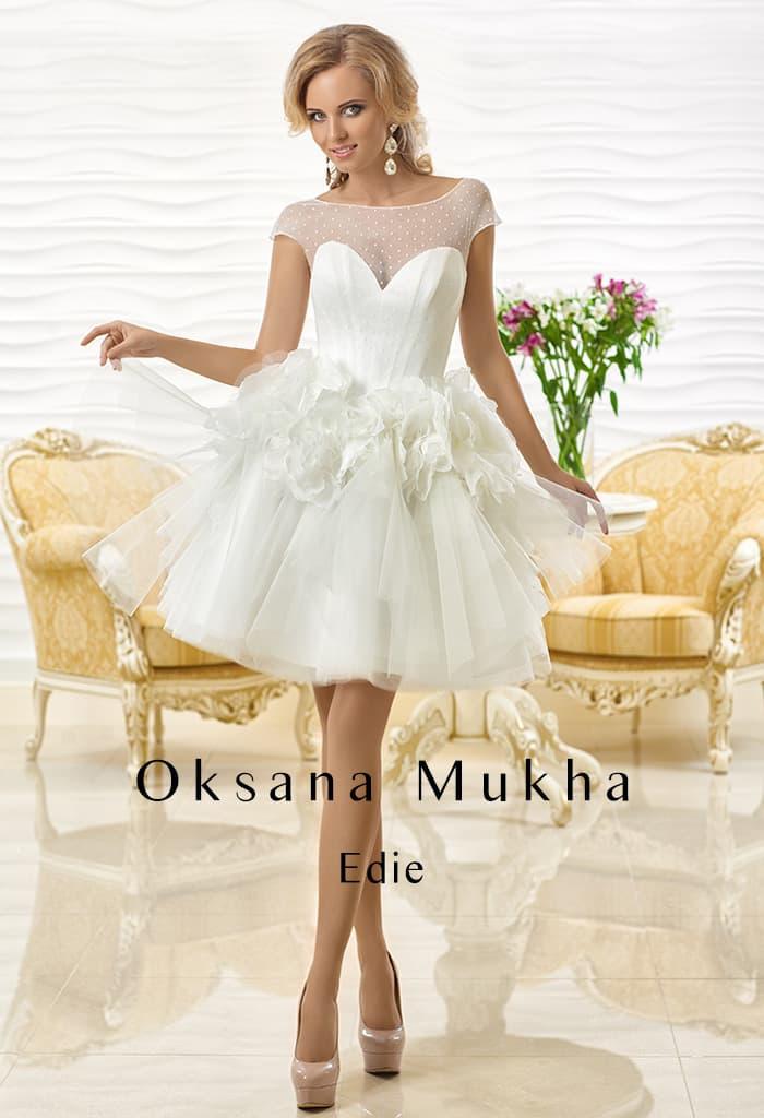 Эксцентричное свадебное платье с пышной юбкой до середины бедра.