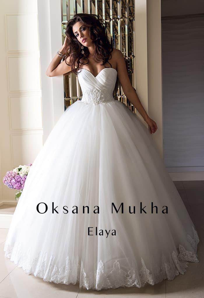 Потрясающее свадебное платье с объемным подолом и лифом в форме сердца.