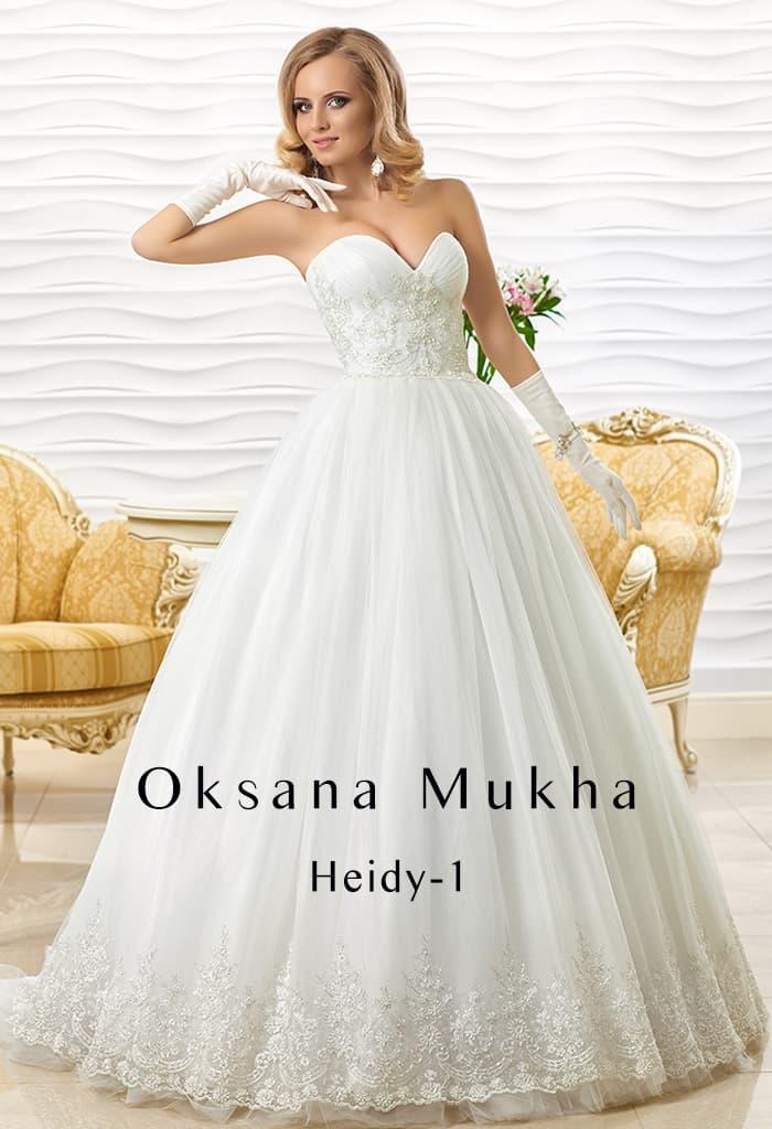 Традиционное свадебное платье пышного кроя с фактурным декором корсета.