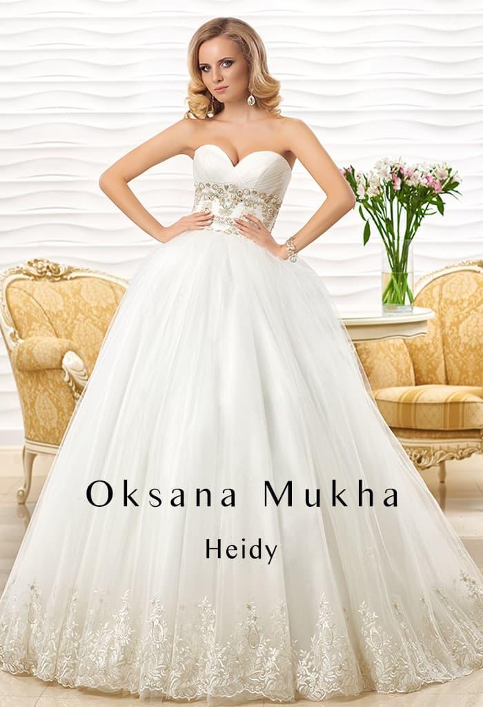 Пышное свадебное платье с лифом в форме сердца и вышивкой по линии талии.