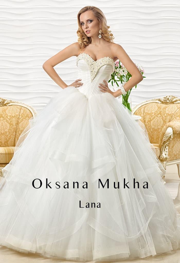 Оригинальное свадебное платье пышного кроя с бисерной вышивкой по лифу в форме сердца.