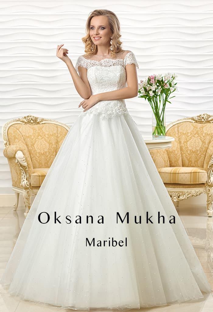 Изысканное свадебное платье «принцесса» с коротким рукавом из кружевной ткани.