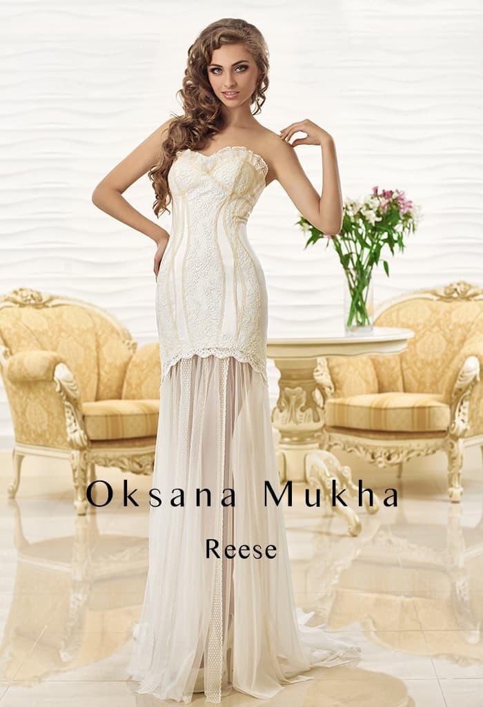 Кокетливое свадебное платье с цветным лифом и полупрозрачной юбкой.