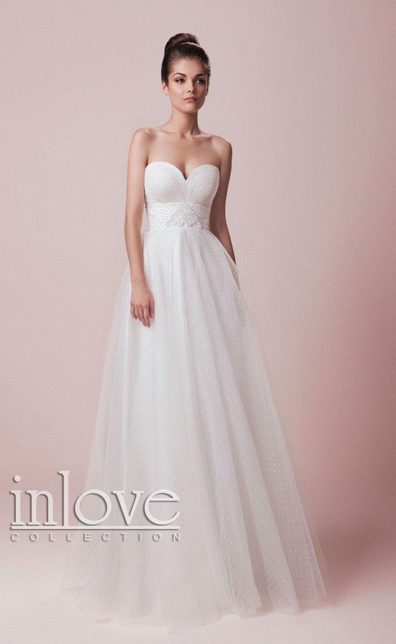 Соблазнительное свадебное платье «принцесса» с глубоким вырезом декольте в форме сердца.