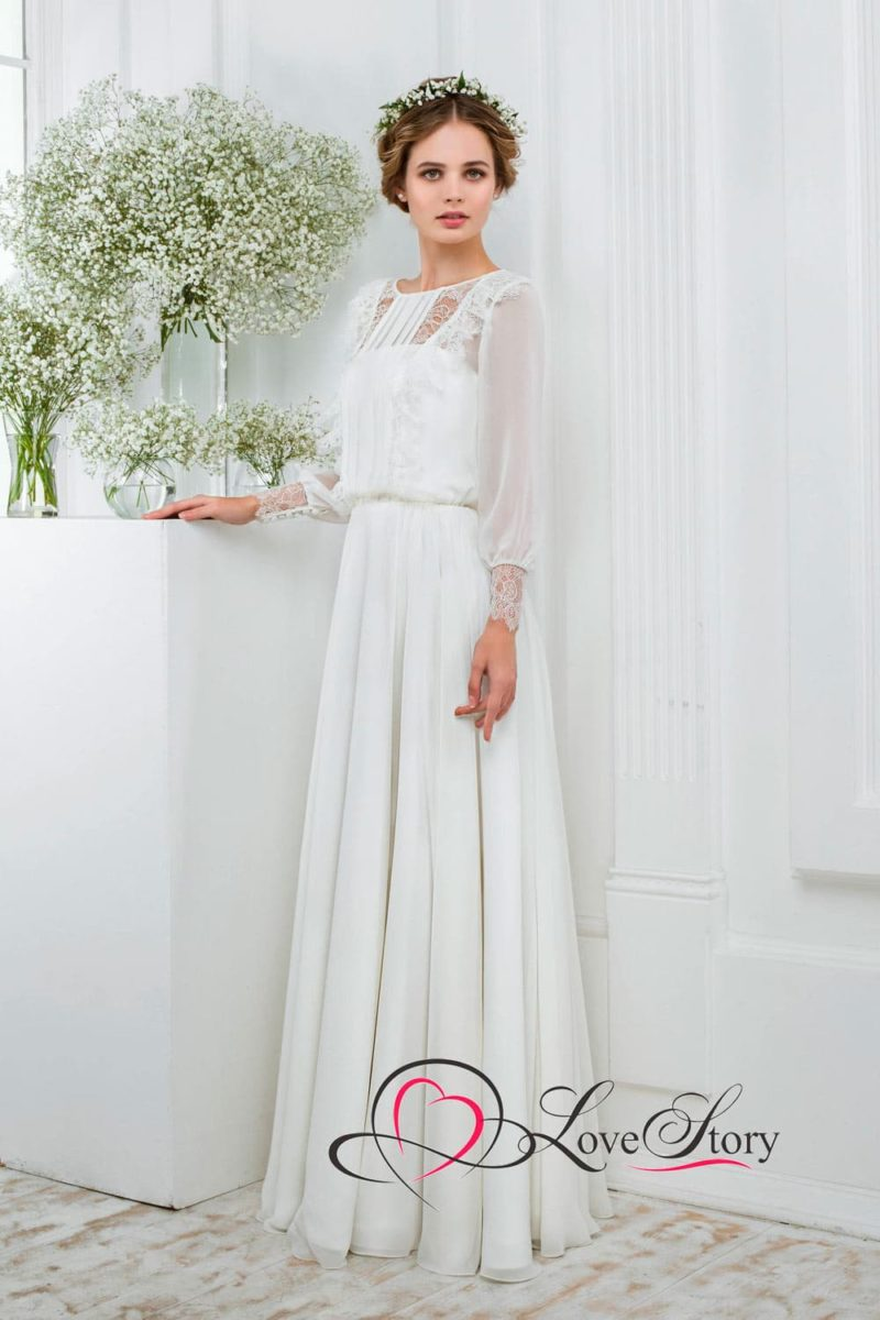 Винтажное свадебное платье с широким полупрозрачным рукавом с плотными манжетами.