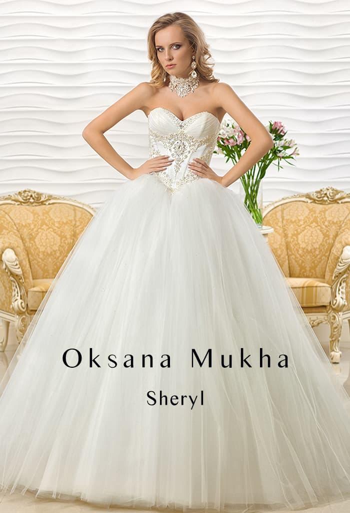 Пышное свадебное платье с лифом в форме сердца и вышивкой на открытом корсете.