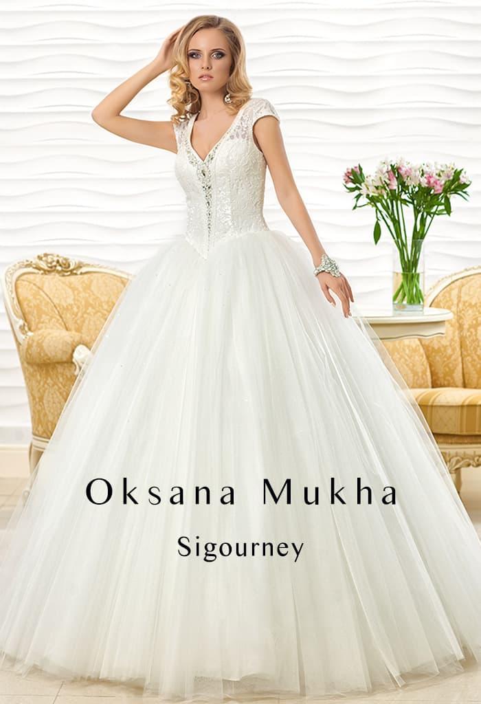 Великолепное свадебное платье с фактурным корсетом, дополненным широкими бретелями.