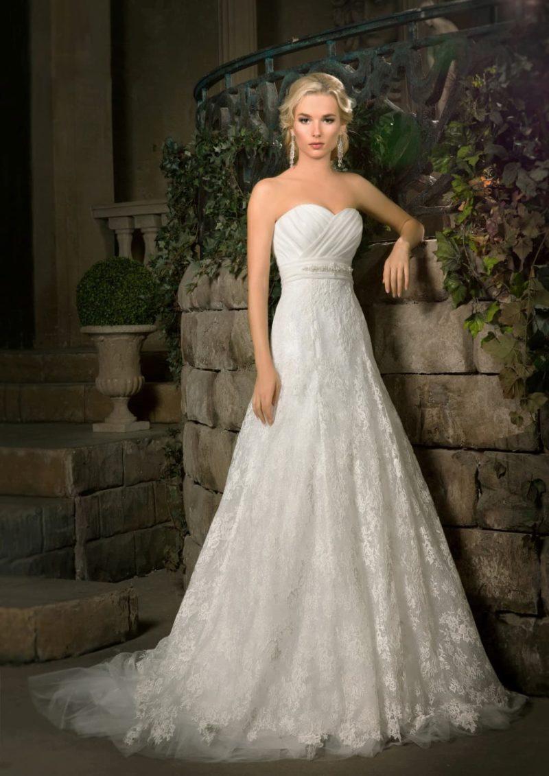 Открытое свадебное платье с лифом в форме сердца и кружевным верхом изящной юбки «принцесса».