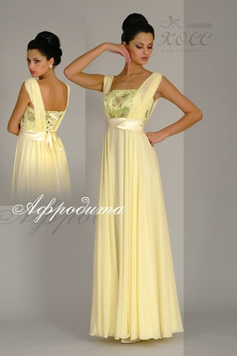 Желтое свадебное платье с лаконичным поясом и длинной прямой юбкой.
