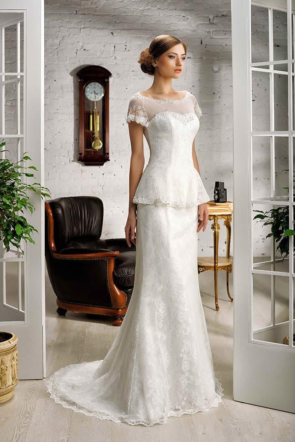 Свадебное платье «рыбка» с короткой баской и изящным вырезом на спинке.