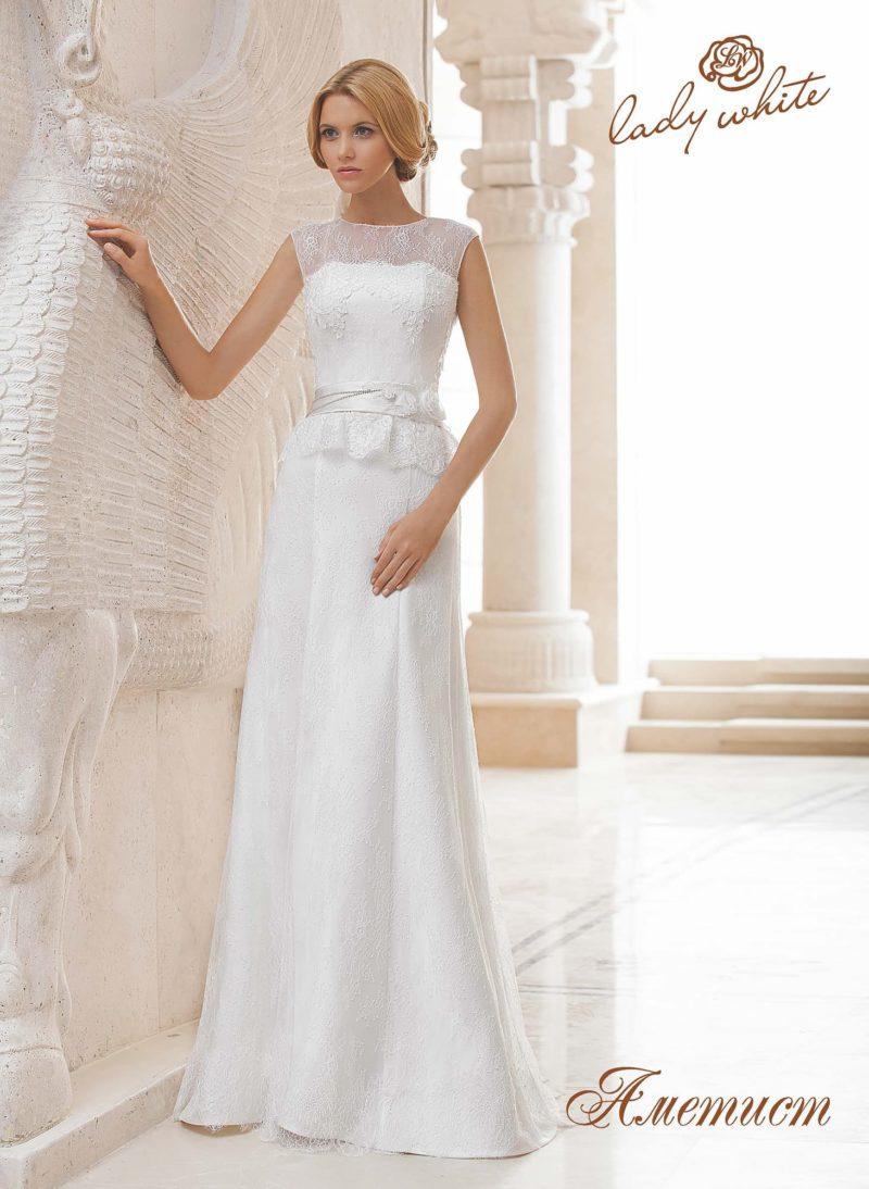 Прямое свадебное платье с короткой кружевной баской.