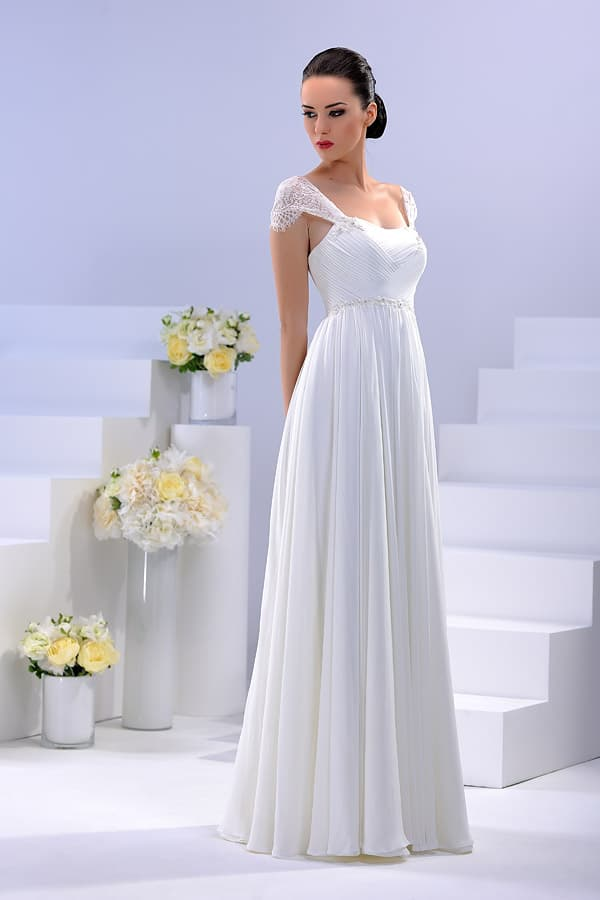 Ампирное свадебное платье с коротким рукавом из роскошной кружевной ткани.