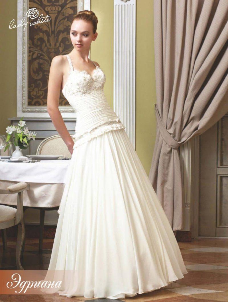 """Свадебное платье """"принцесса"""" с объемной отделкой лифа."""