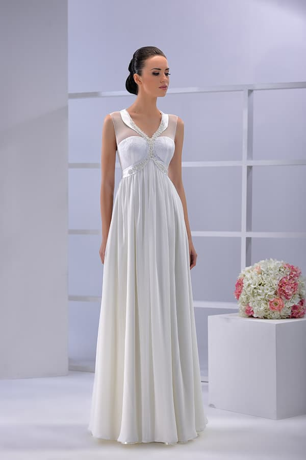 Свадебное платье с изящным глянцевым воротником и прямой юбкой.