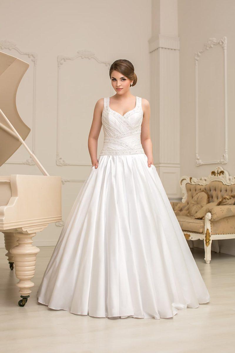 Атласное свадебное платье с бисерной вышивкой по корсету и изящными бретелями над лифом.