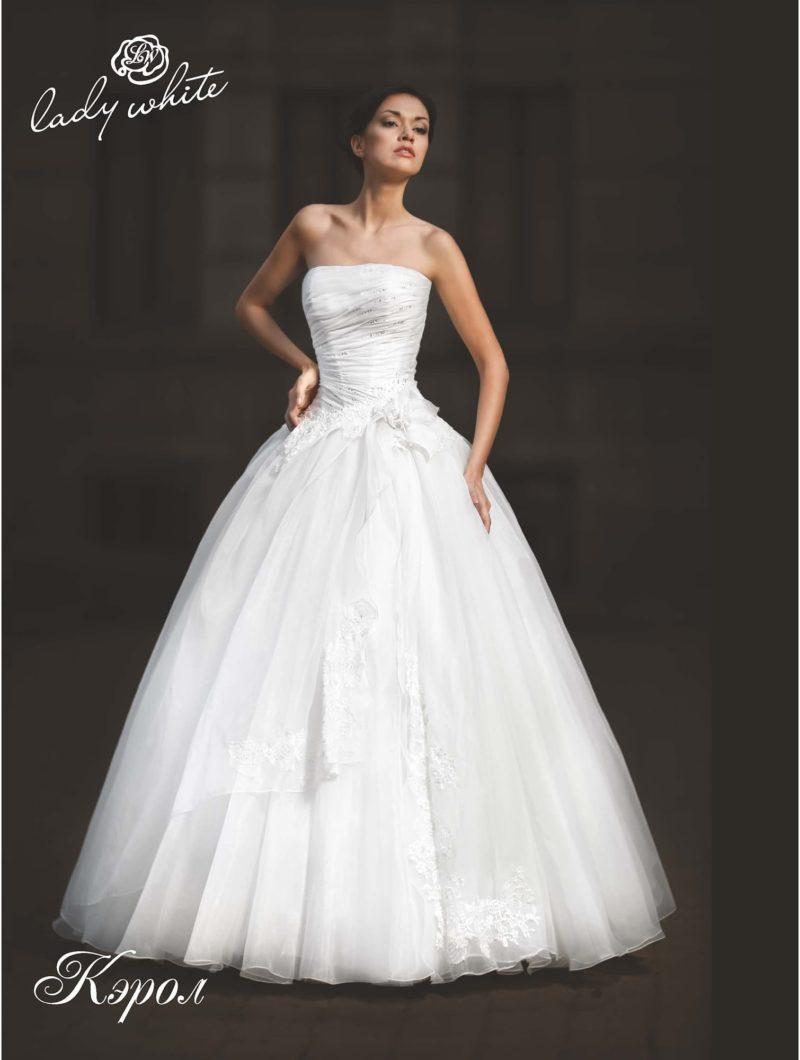Пышное свадебное платье с нежными драпировками на корсете.
