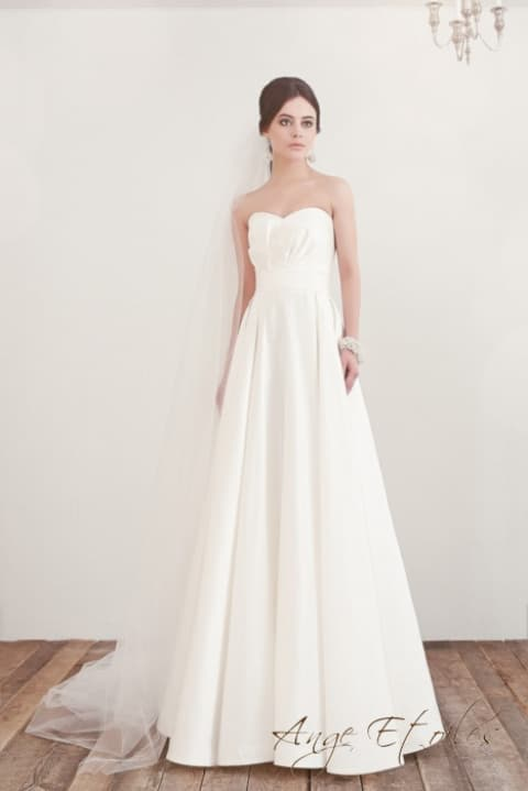 Свадебное платье «принцесса» с лифом в форме сердца без отделки.