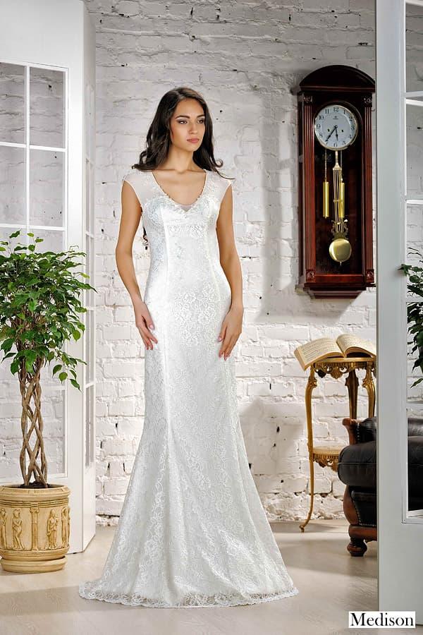 Кружевное свадебное платье с вырезом «замочная скважина» и юбкой «рыбка».