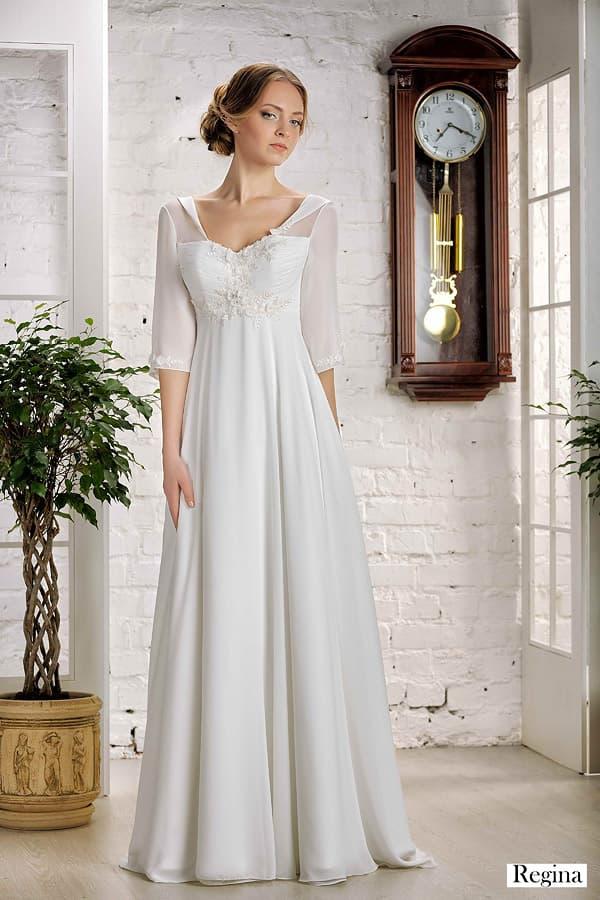 Стильное свадебное платье с широким воротником и завышенной талией.