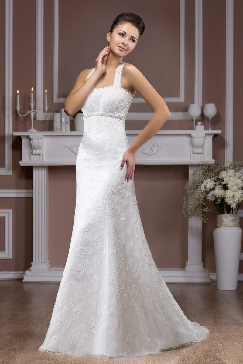 Свадебное платье с завышенной линией талии и элегантным лифом с бретельками.
