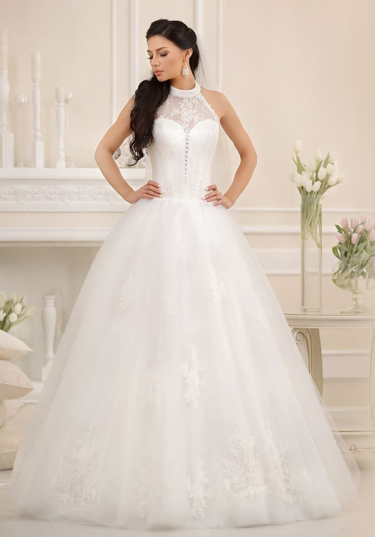 Пышное свадебное платье с американской проймой и округлым воротником-стойкой.