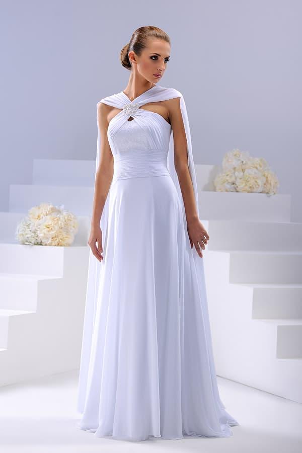 Прямое свадебное платье с необычными бретелями и накидкой сзади.