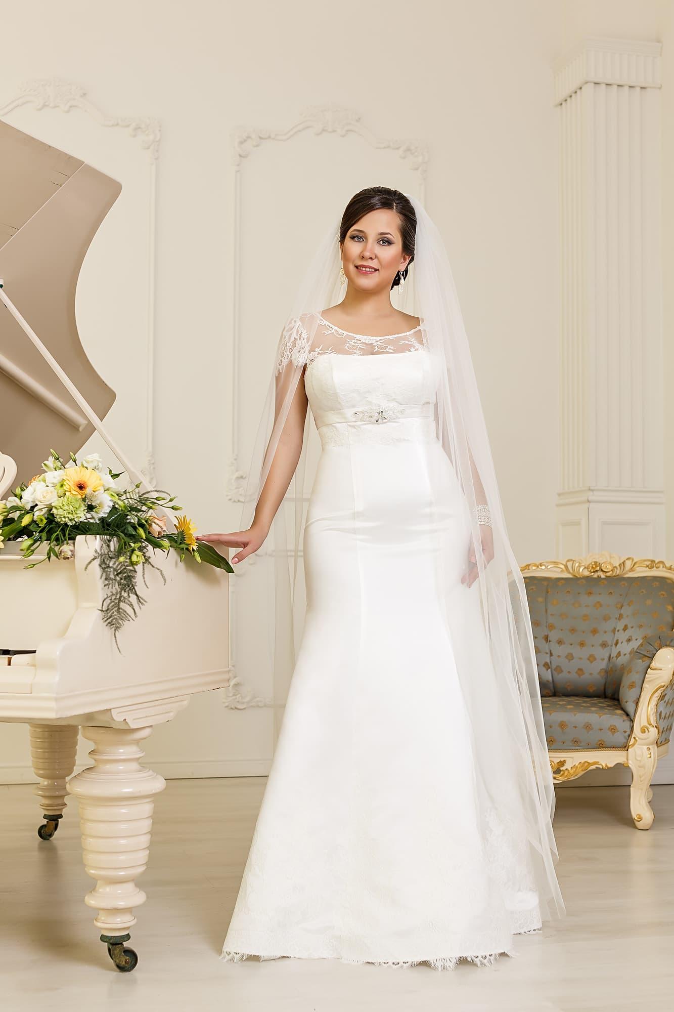 Свадебное атласное платье 29