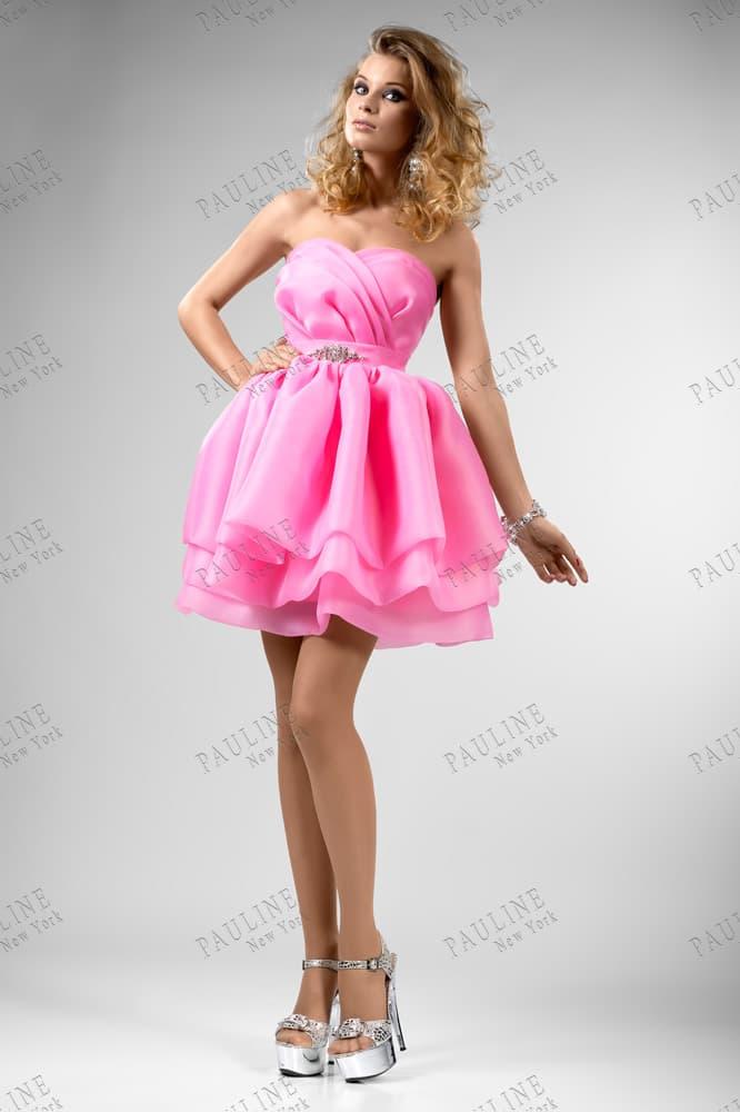 Розовое вечернее платье с кокетливой пышной юбкой и лифом в форме сердца.