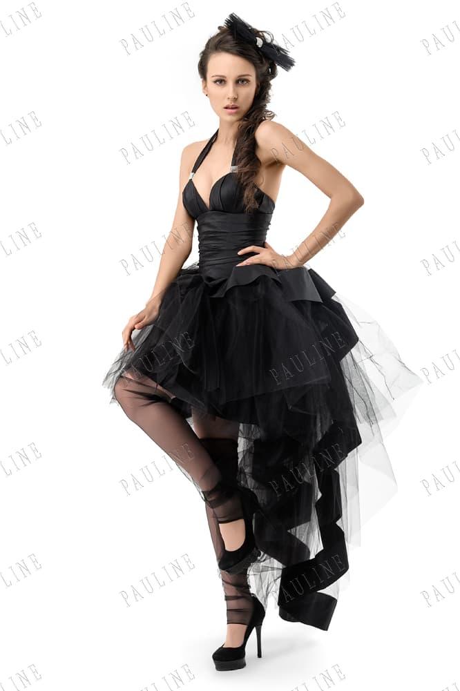 Атласное вечернее платье черного цвета с пышным шлейфом на короткой юбке.