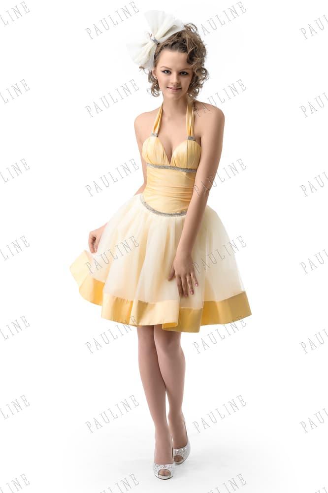 Желтое вечернее платье с многослойной юбкой и бретелью халтер.
