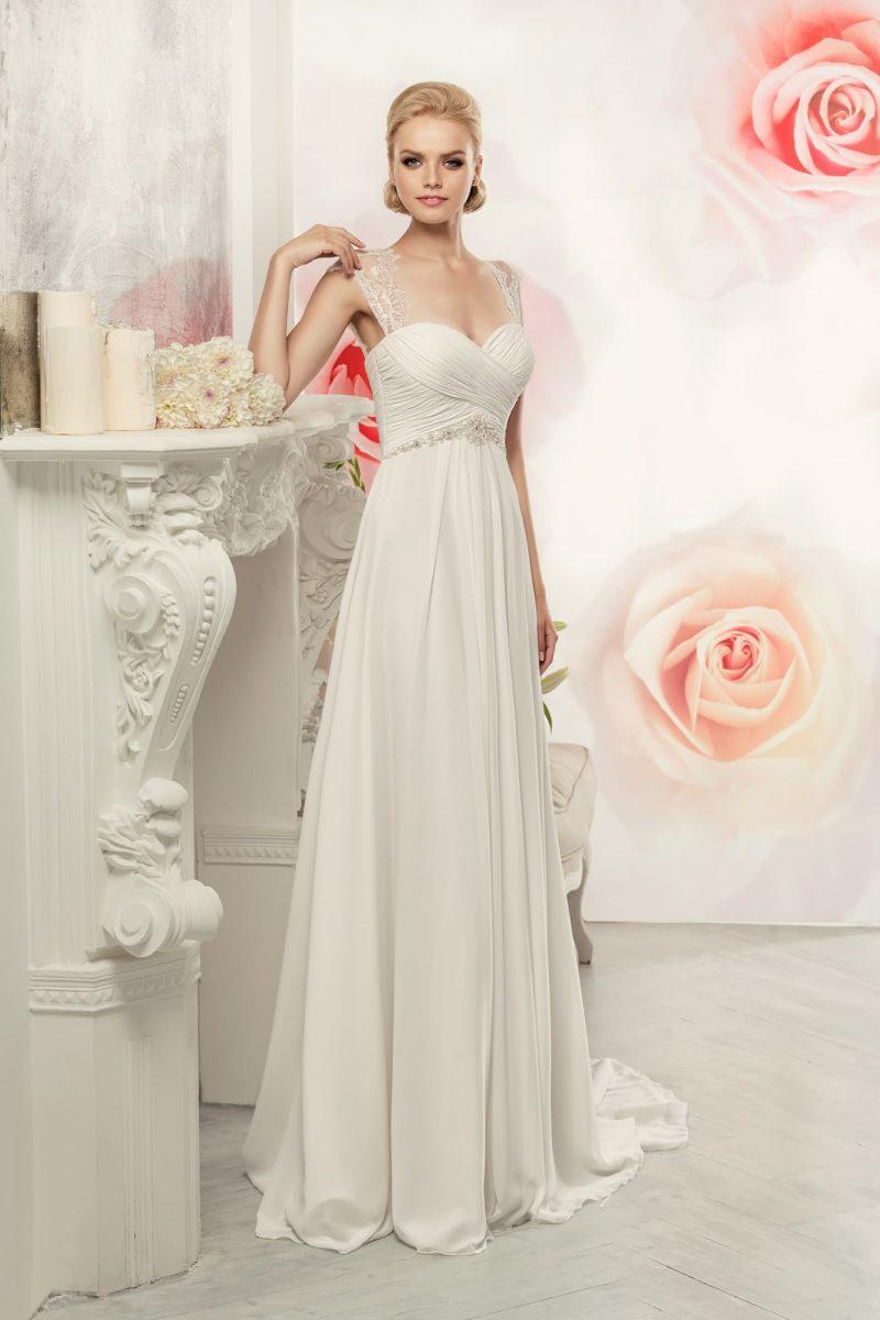Прямое свадебное платье с элегантным декором из драпировок по лифу с широкими бретелями.