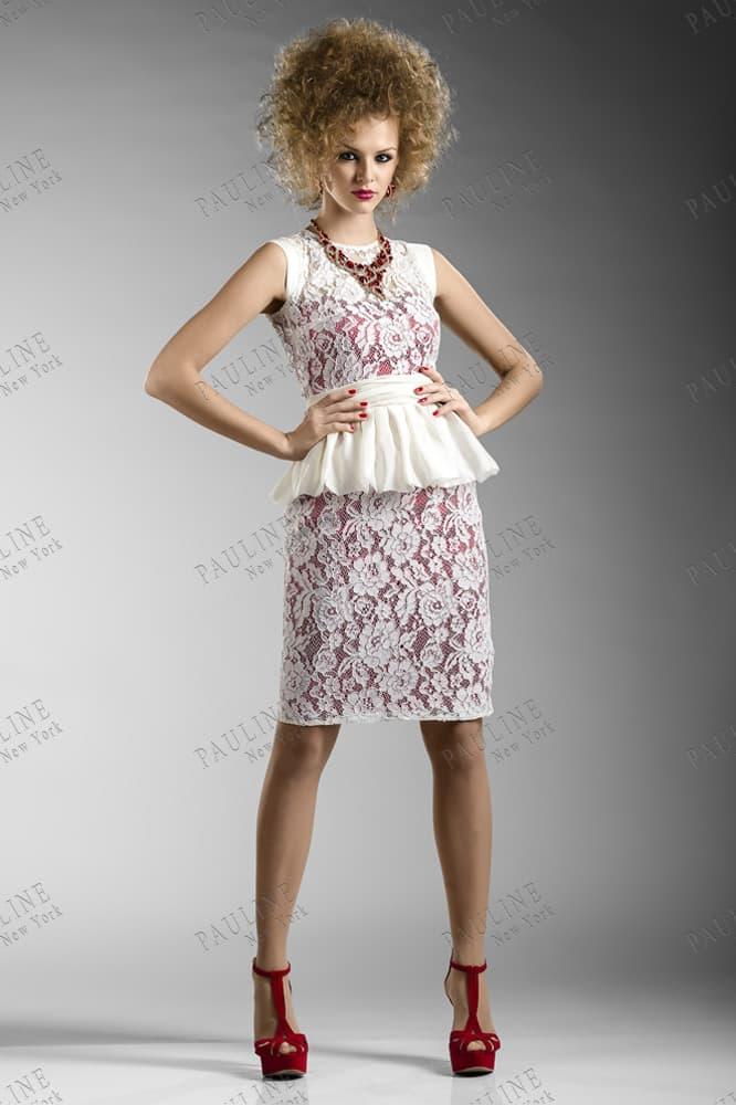 Кружевное вечернее платье с короткой атласной баской.