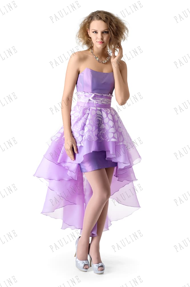 Сиреневое вечернее платье с укороченной спереди юбкой и шлейфом.