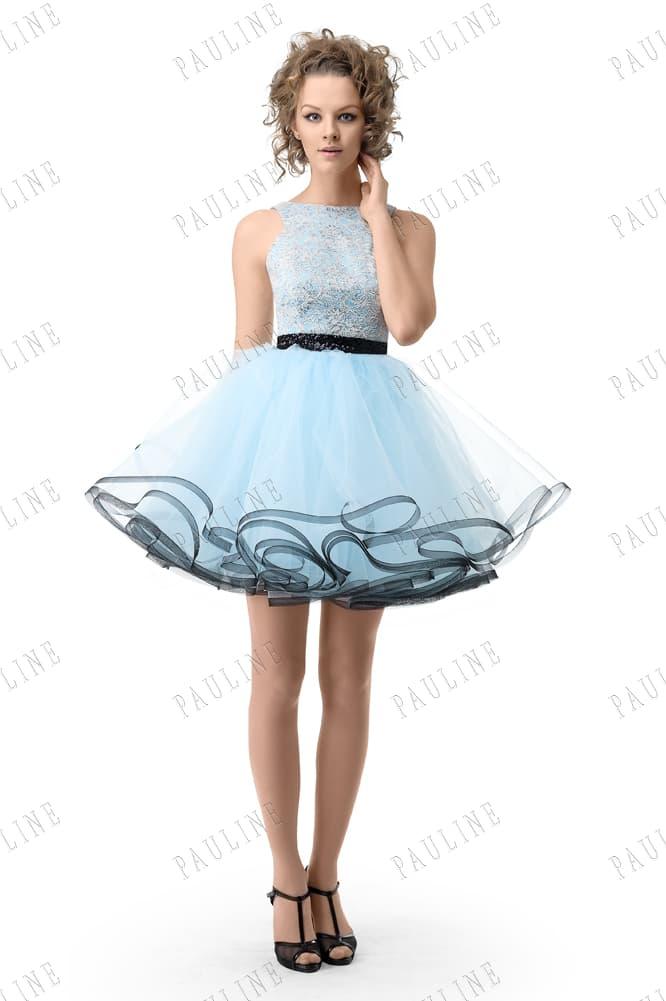 Голубое вечернее платье с контрастным декором и пышной юбкой.