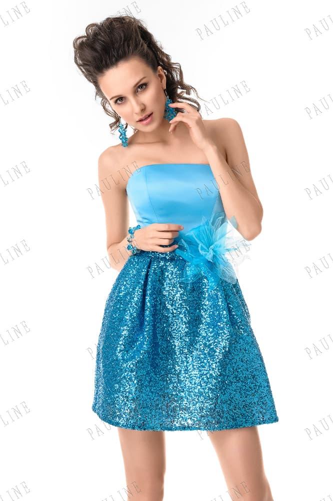 Голубое вечернее платье с бутоном на талии и юбкой, покрытой пайетками.