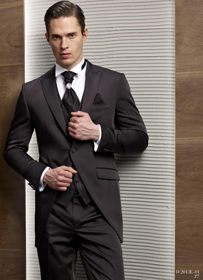 ▶▶Черный свадебный мужской костюм с однобортным пиджаком и оригинальным галстуком ☎ +7 495 724 26 05 ▶▶ Свадебный центр Вега Ⓜ Петровско-Разумовская